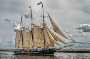 Tall Ship Dennis Sullivan Arrives